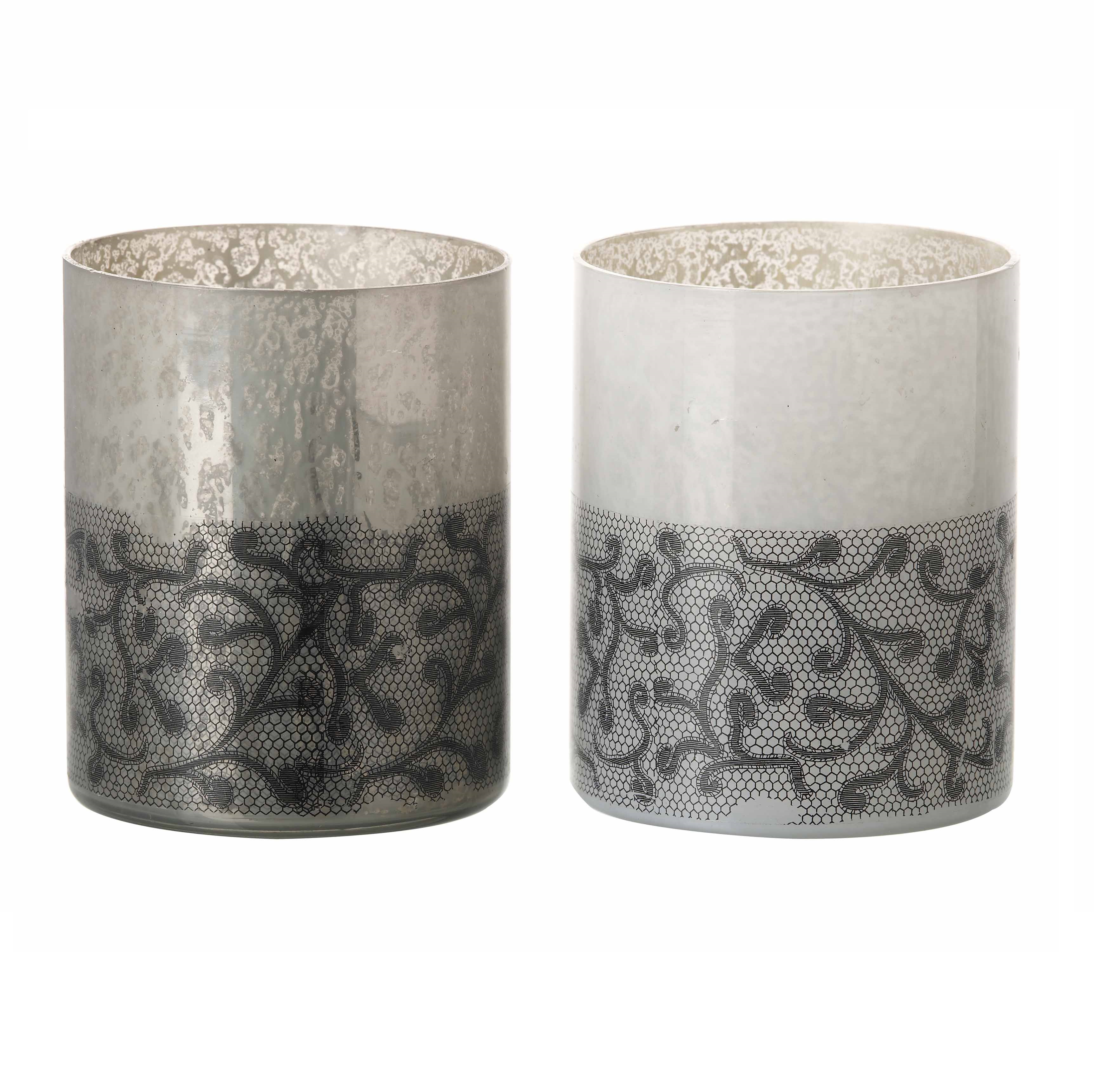Wholesale Tealight candle holders are made with high quality glass. Tea light holders adds an elegant look to any party. Fill them with sand or other decorative elements and place your tea lights in the center. Choose from glass, metal, ceramic and wax holders that best suit your desired look. Large