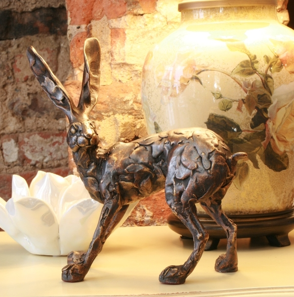 hare_standing_on_4_legs_bronze_sculpture_by_Paul_Jenkisn