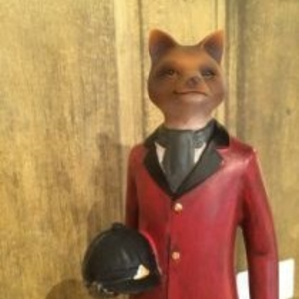tally-ho-dressed-hunting-fox-sculpture_600x600
