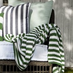 kniteed-green-and-white-throw