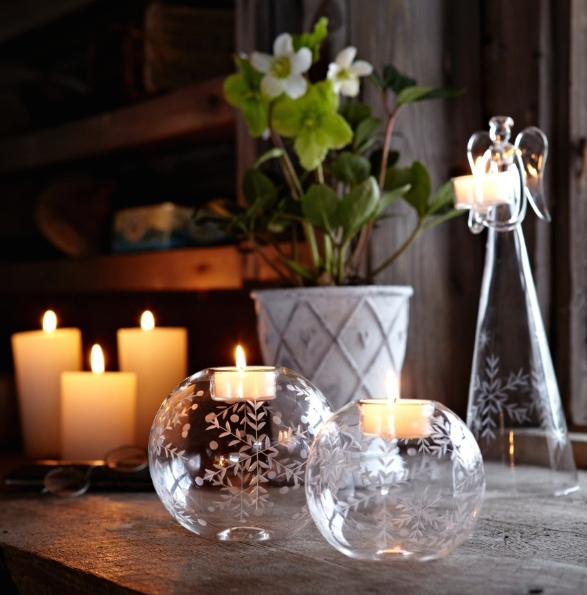 SNOW FLAKE TEALIGHT HOLDERS