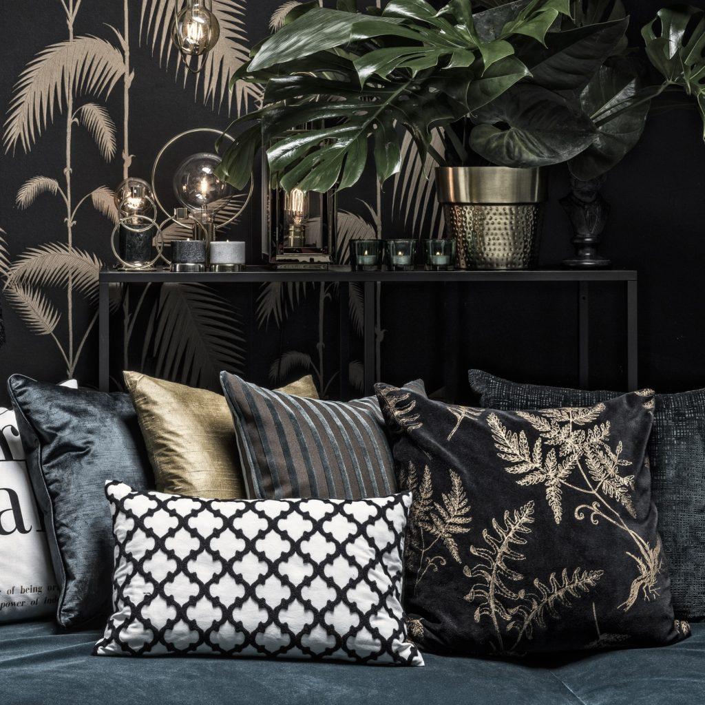 Classic Trend black cushions