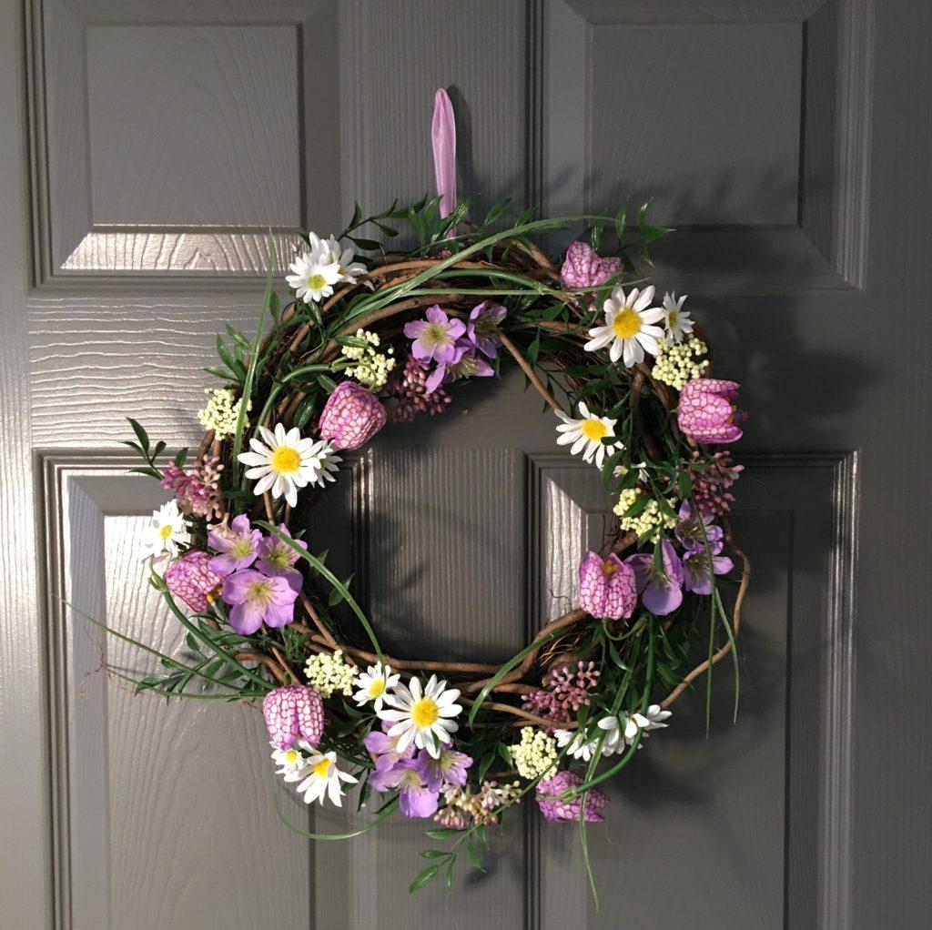 fritillia-wreath-spring-gisela-graham-2