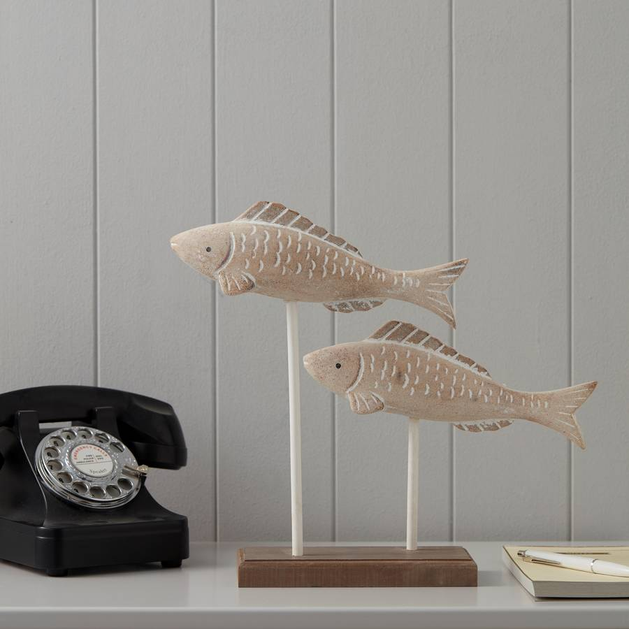carved-duo-wooden-fish-stand