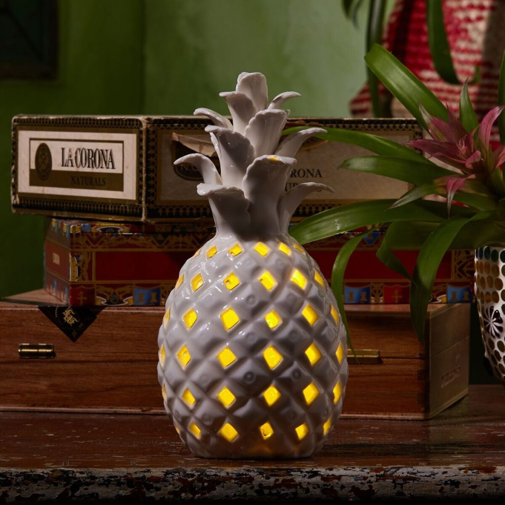 pineapple-candle-holder-lit