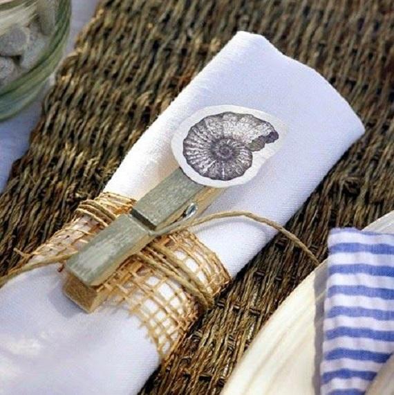 white-metro-napkin-set