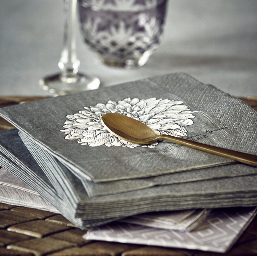 grey-napkin-flower