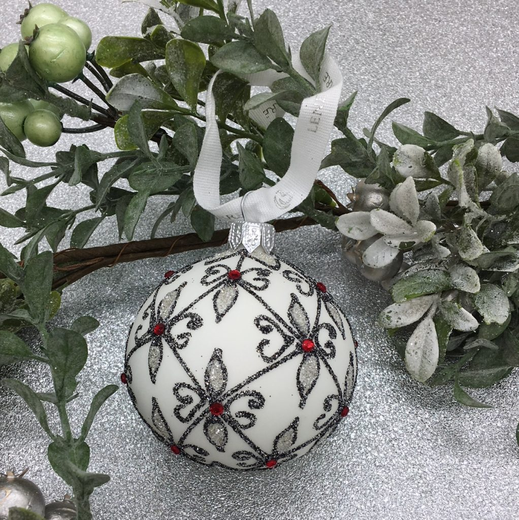 decorated-tree-decoration-bauble