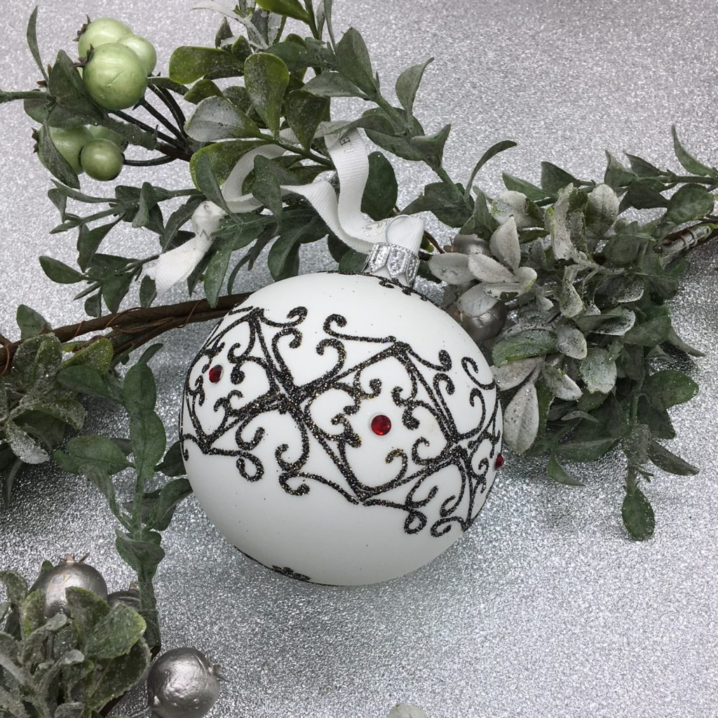 decorated-tree-decoration-bauble-large