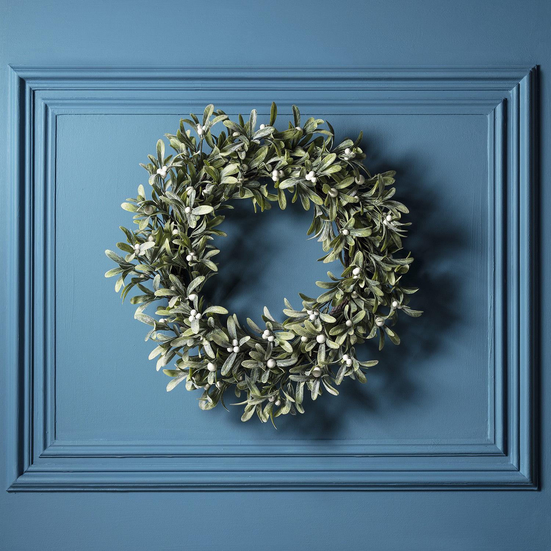 Christmas Bathroom Accessories Uk: Christmas Frosted Mistletoe LED Wreath