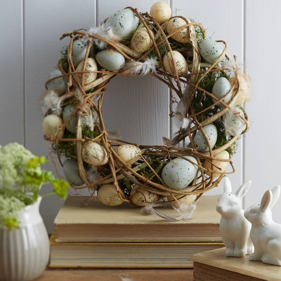 natural-moss-feathers-easter-egg-wreath
