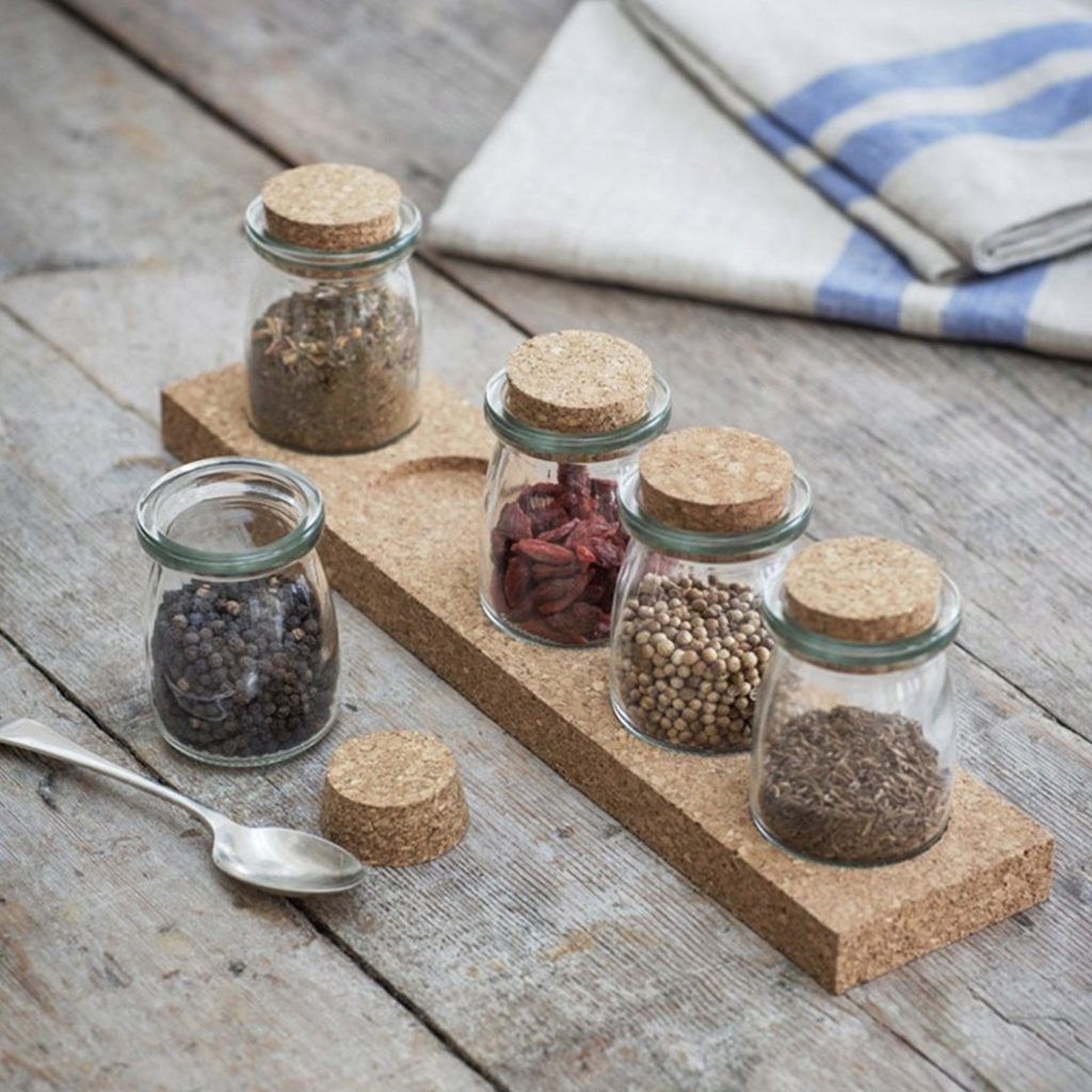 Cork-Spice-Rack-Five-Jars-mood-2