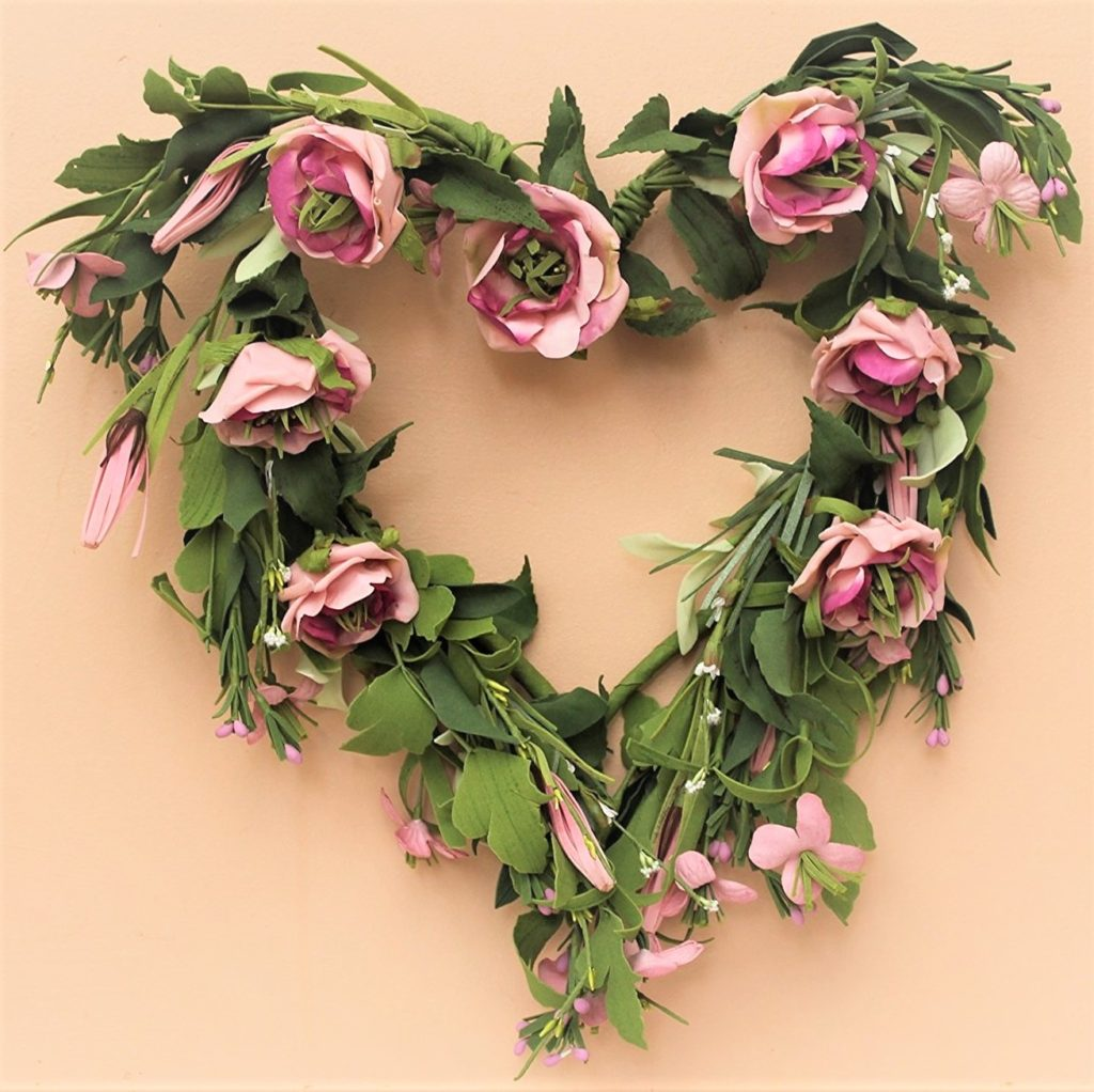 HEART-PINK-ROSES-WRAETH