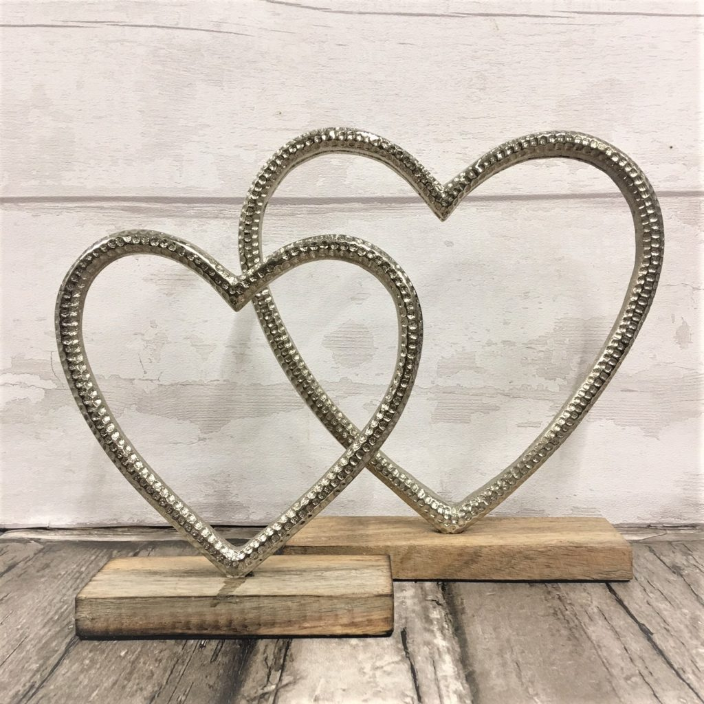 heart-on-wooden-stand-3