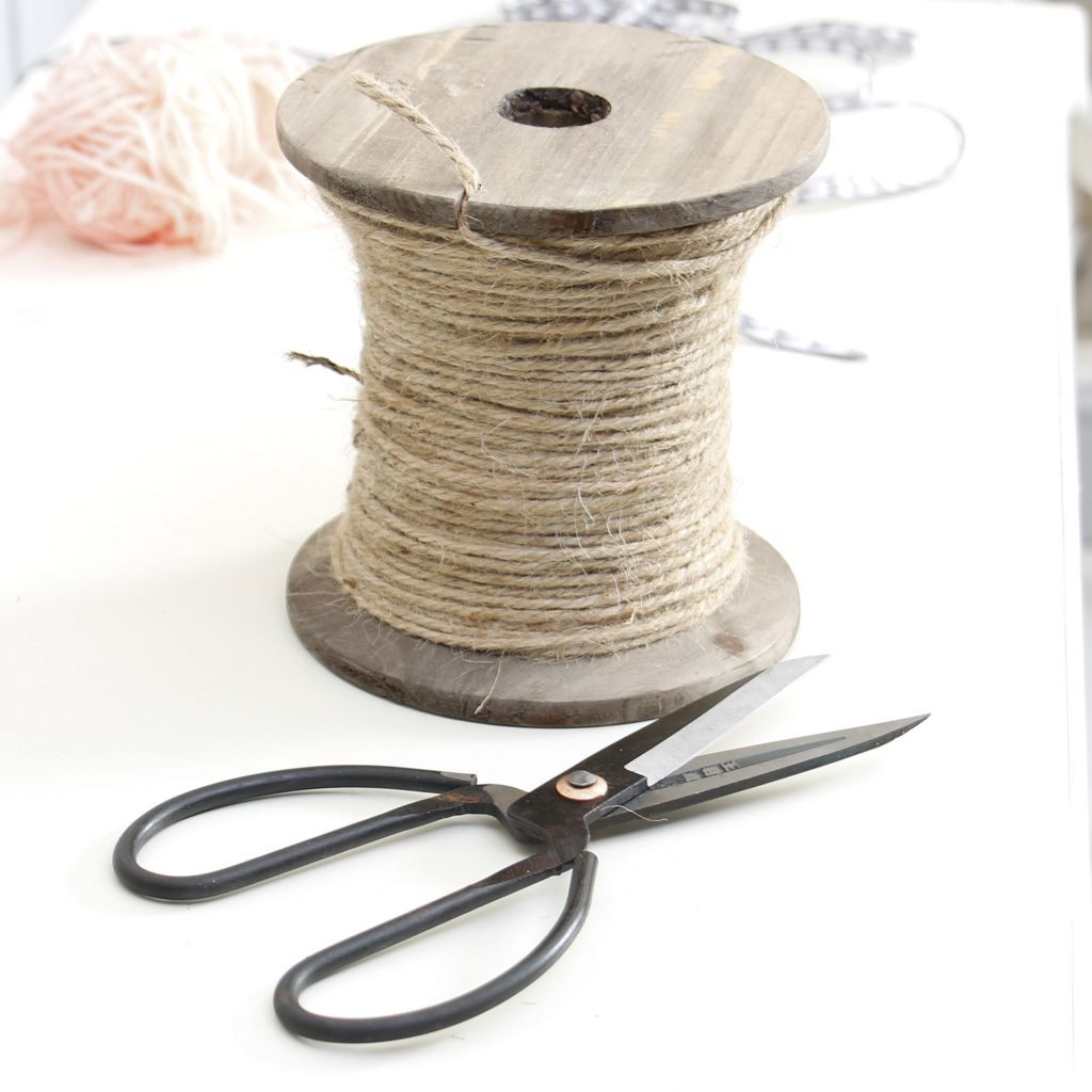 large-craft-bobbin-of-string-with-scissors
