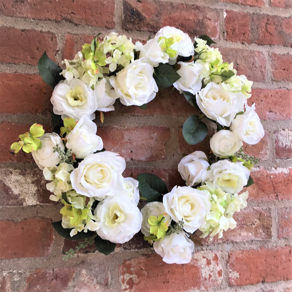 roses-white-large-wreath-mood-3