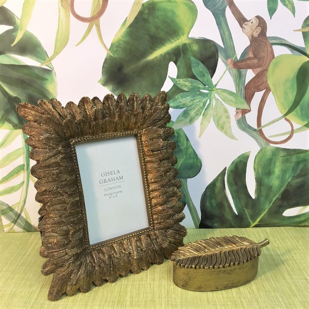 gold-leaves-photo-frame
