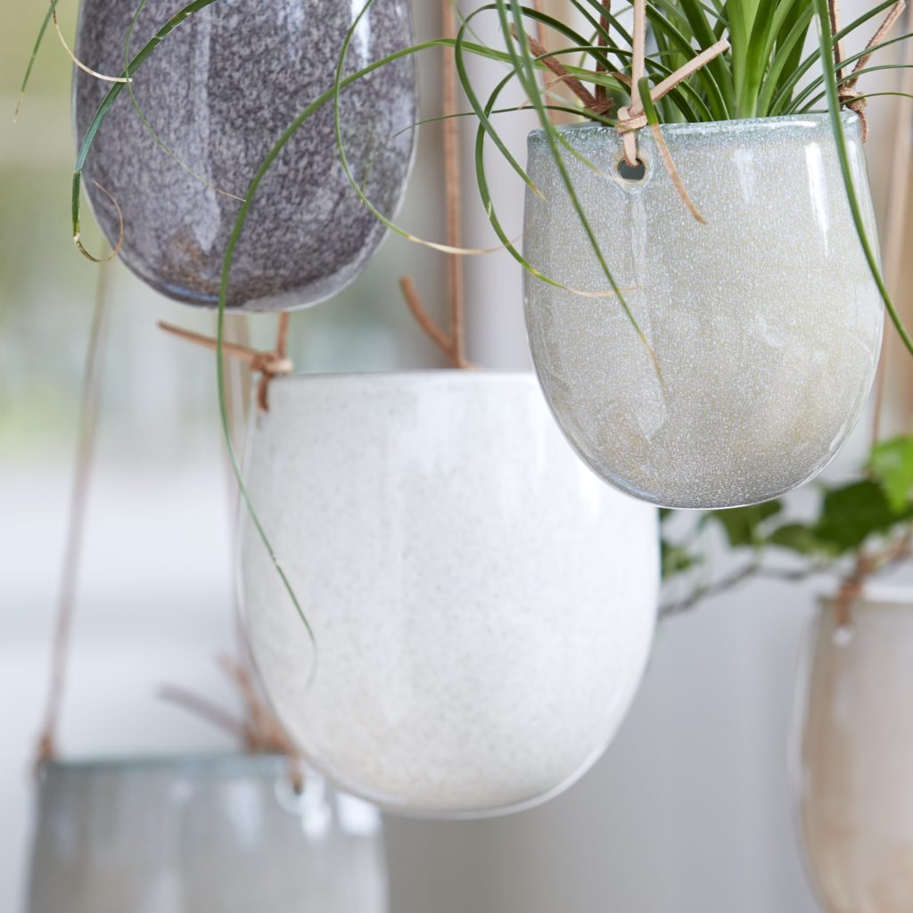 hanging-planter-white