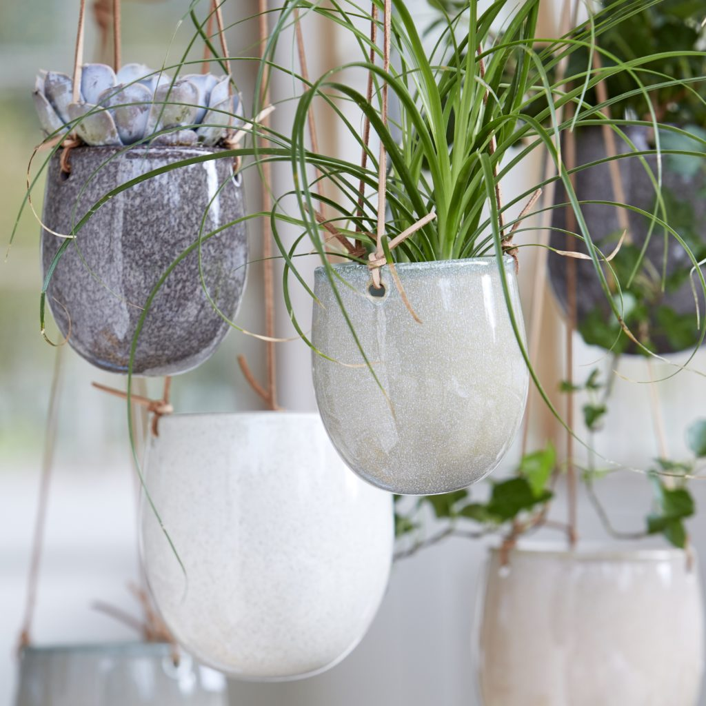 hanging-planters-three-colours