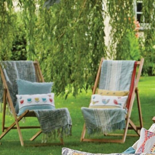 birdie-applique-linen-cushion-mood
