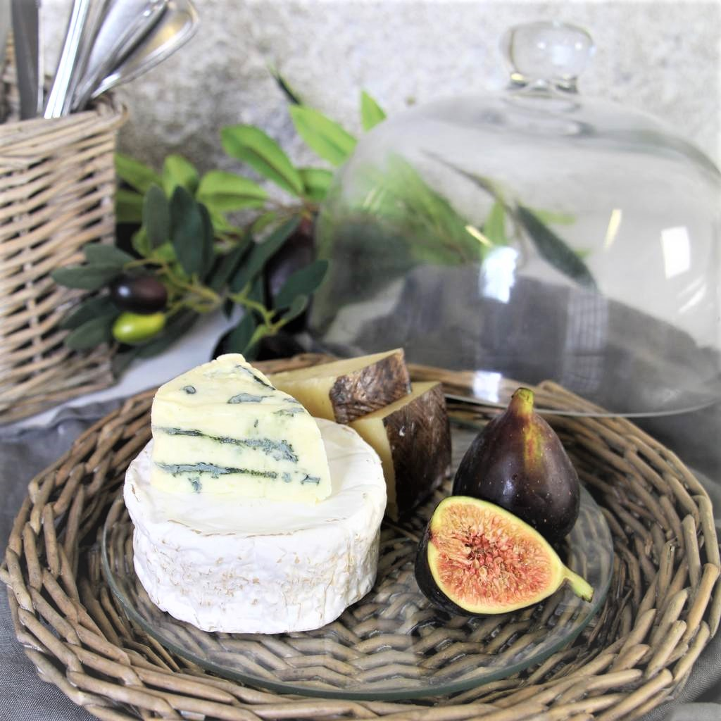 natural-wicker-glass-cheese-dome