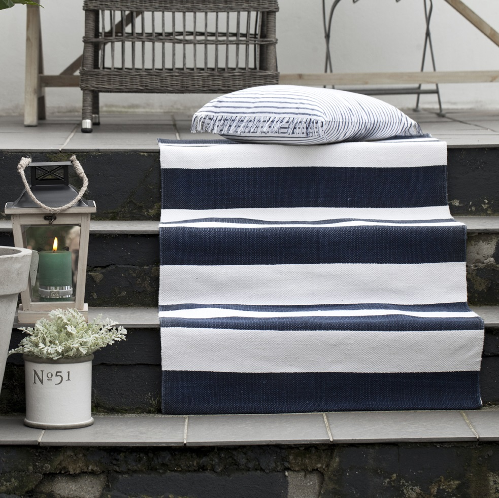 navy-white-rug-striped