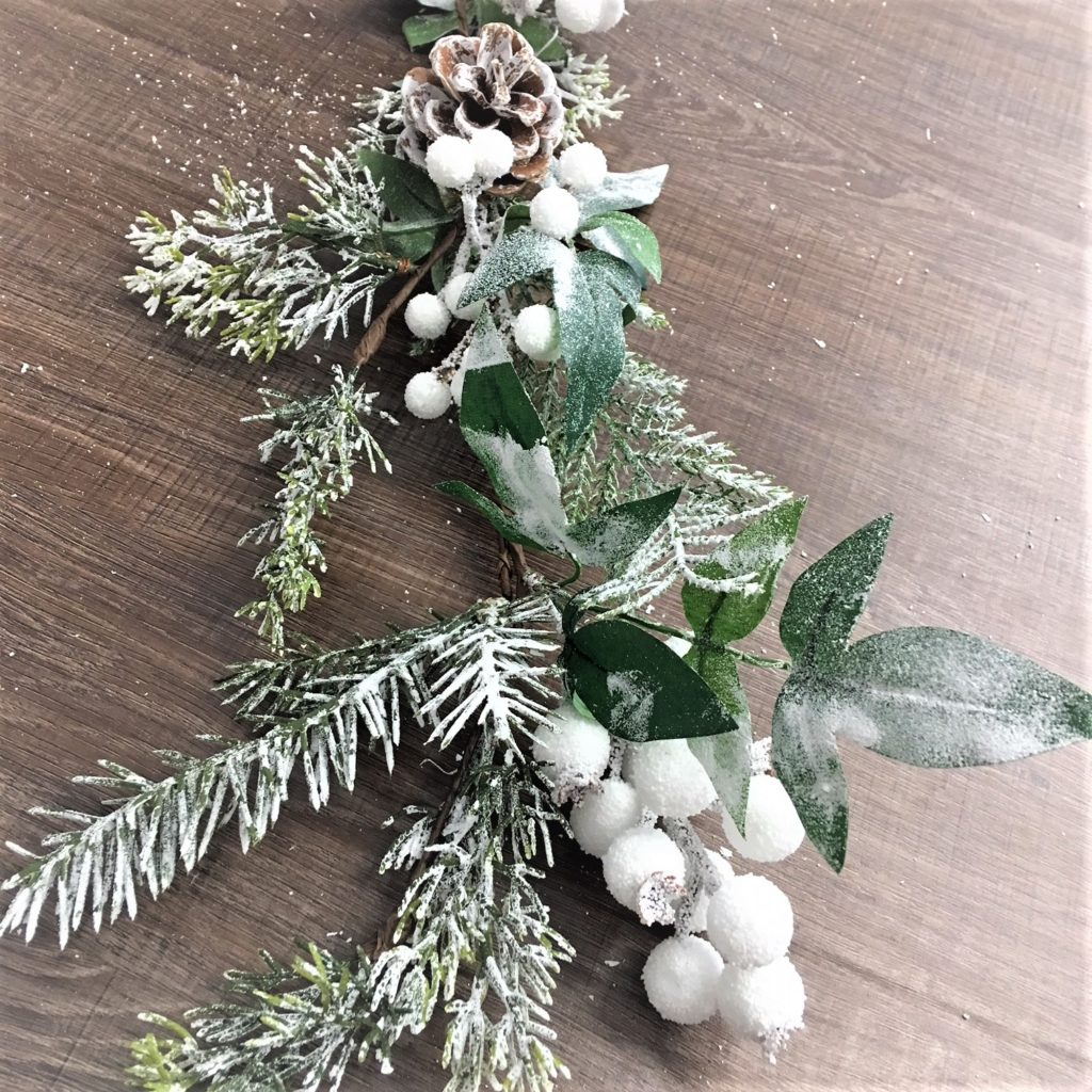 frosted-snow-white-berry-pine-cone-garland