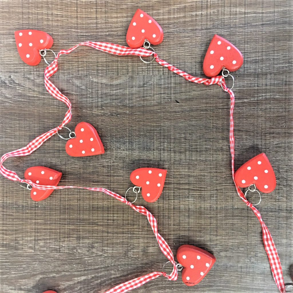 red-heart-garland-1