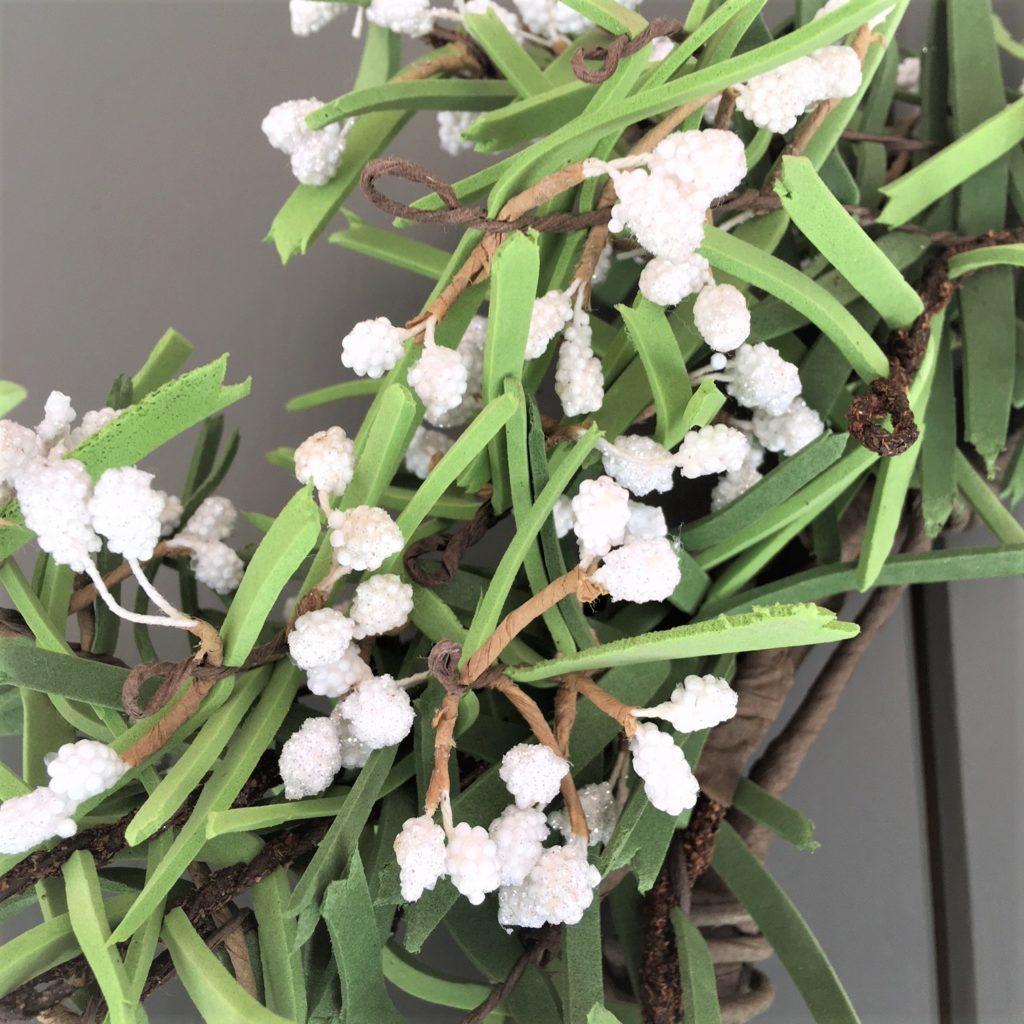white-berry-pine-cone-wreath-1