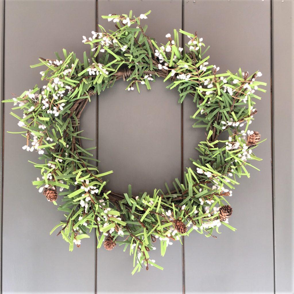 white-berry-pine-cone-wreath-3