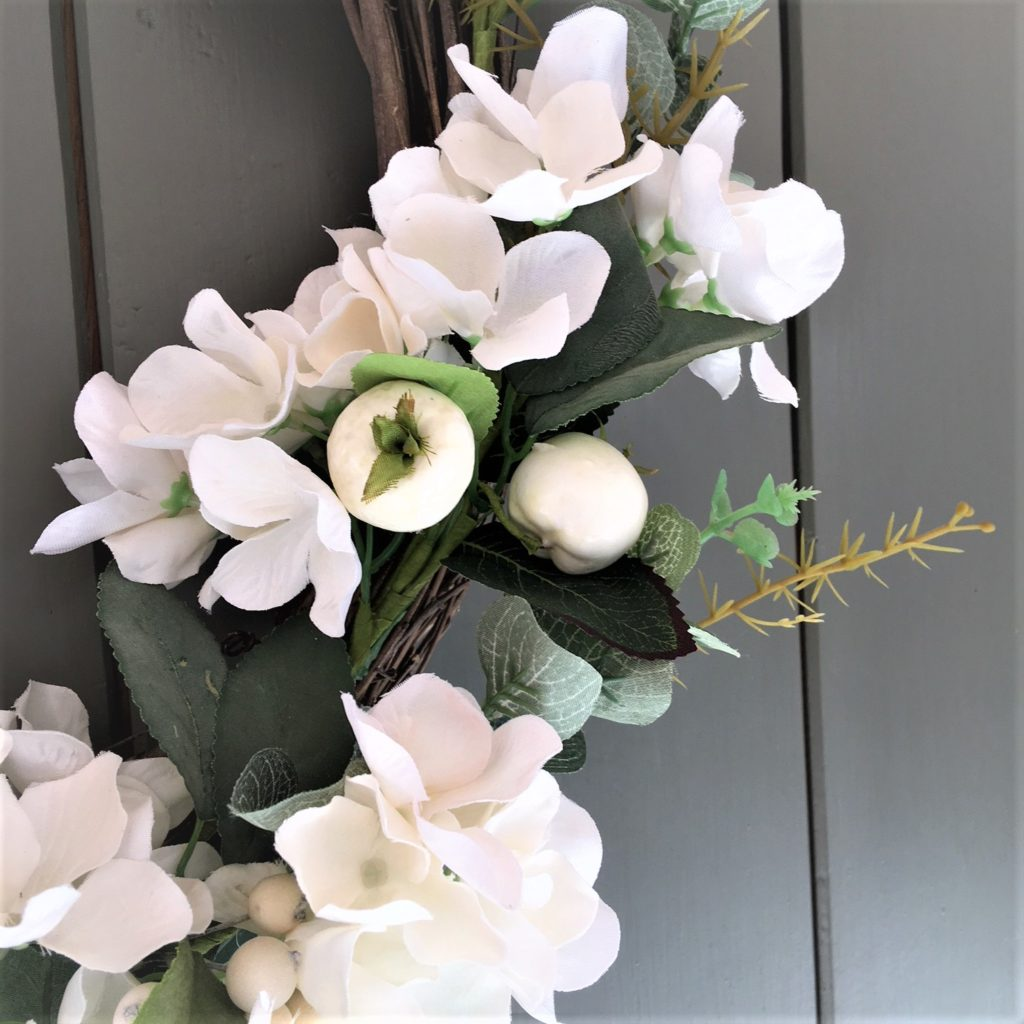 white-christmas-berry-flowers-wreath-3