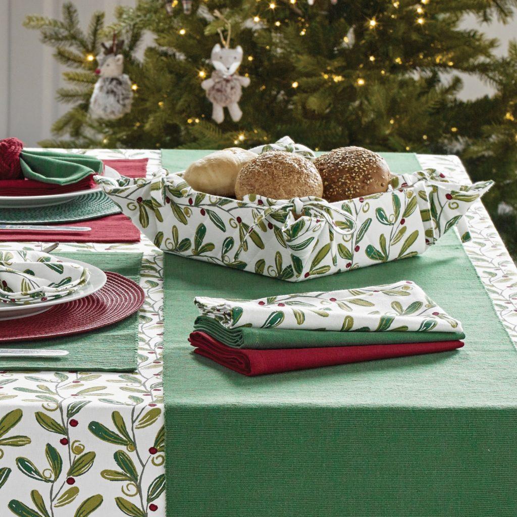 bread-basket-napkins-mistletoe