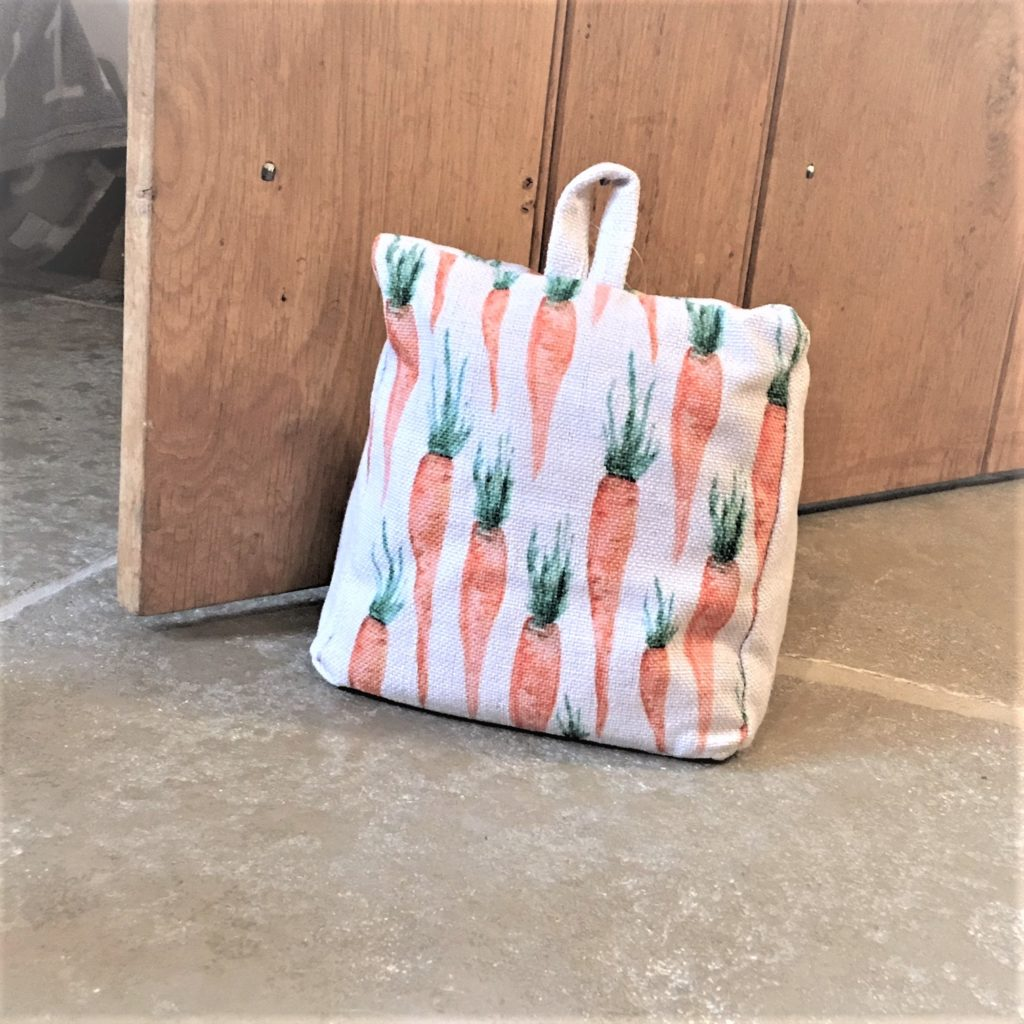 carrot-print-fabric-linen-door-stop