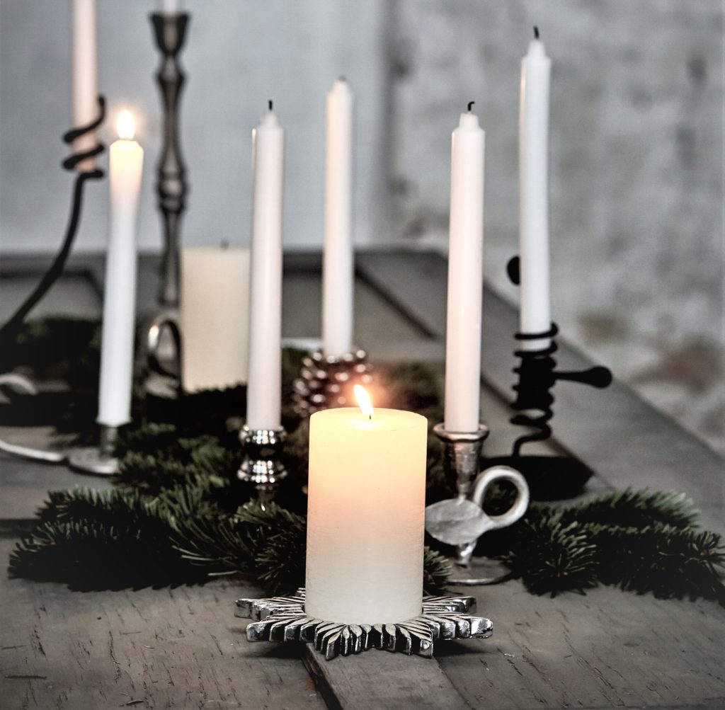 pillar-candle-white-star-candle-holder